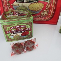 http://www.biscuiterie-mere-poulard.com/produits/fr/60-biscuits-collection-collector