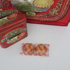 http://www.biscuiterie-mere-poulard.com/produits/fr/nos-coffrets-fer-collector/45-sables-coffret-fer-collector-de-500g.html